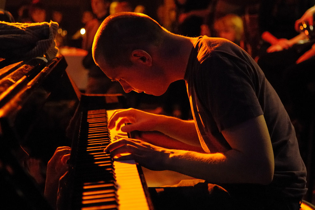 A good example image of a pianist taken using the Nikon 35mm F/1.8G.