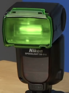 The Nikon SB-910 filter system can autodetect the Nikon d3200.
