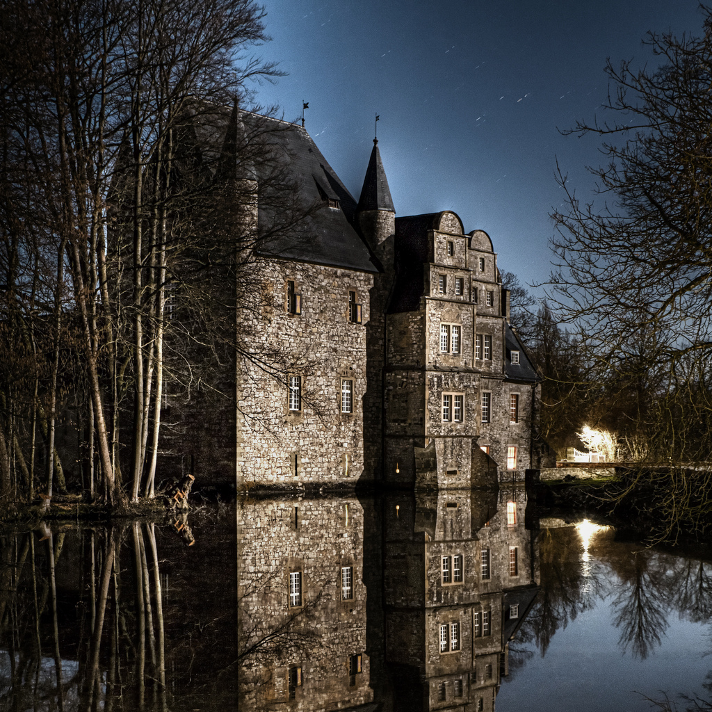 A super zoomed in photograph of the Schelenburg water castle in Schledehausen taken using the Tamron 18-270mm lens.